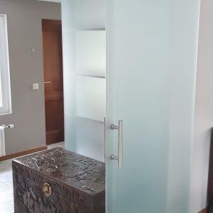 Stikla durvis; bidamas durvis; stikla sienas